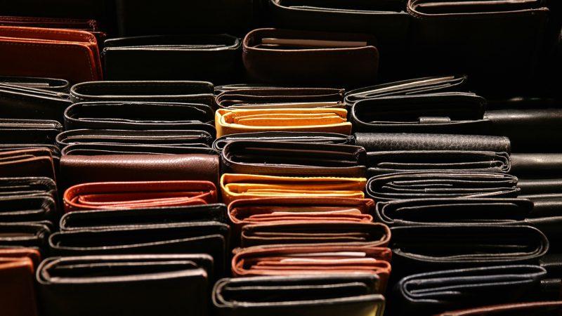 Jak wybrać portfel męski?