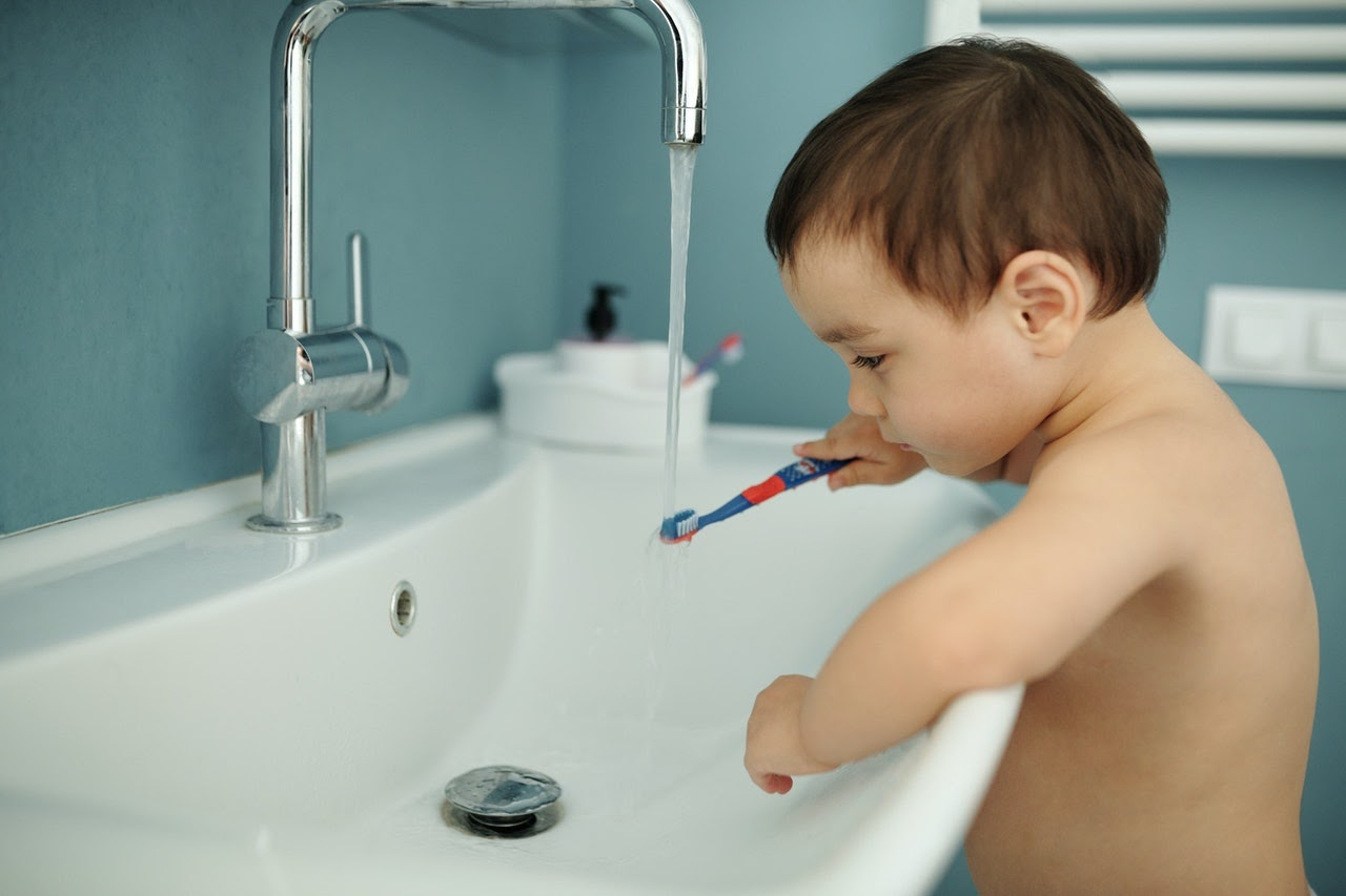 Pierwsza wizyta dziecka u dentysty – jak obejść się bez strachu?