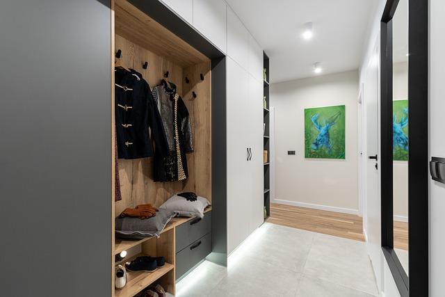 Jak utrzymać porządek w szafie bądź garderobie?